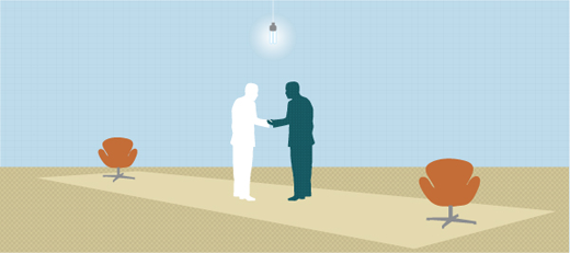 hommes en train de negocier se donnant une pognée de main